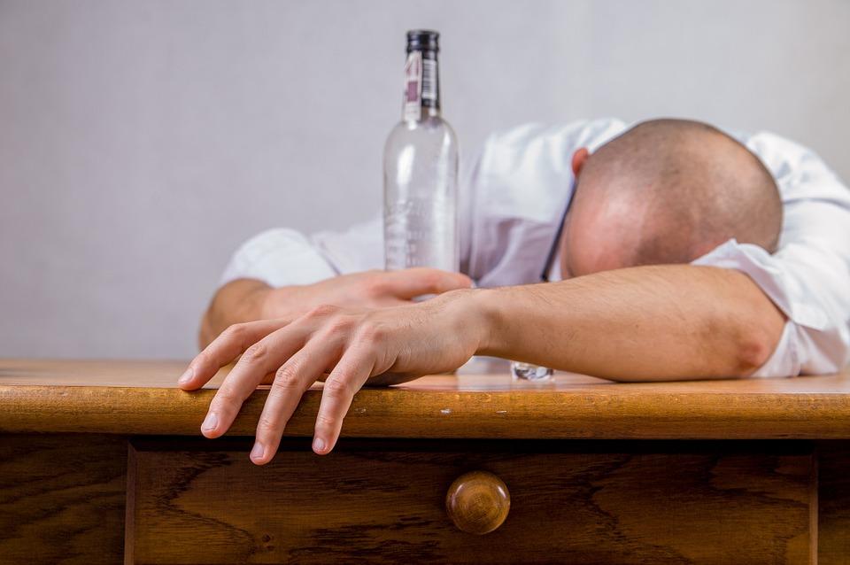 お酒は飲む意味がない理由とそれでも飲まないといけない人へのアドバイス